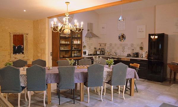 Gite La Grange - Table salon & cuisine
